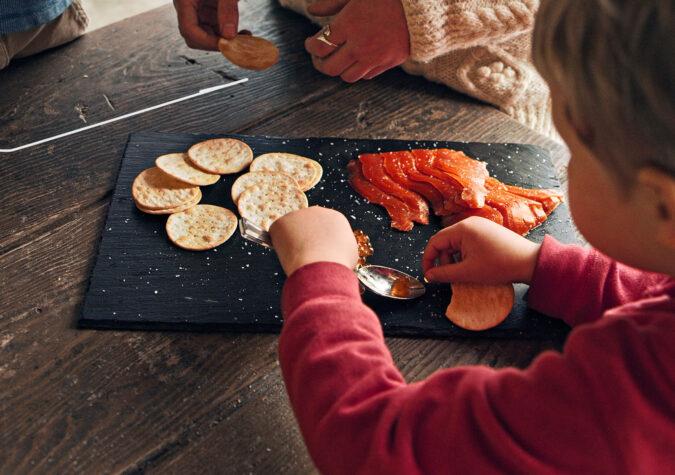 https://www.alaskaseafood.org/wp-content/uploads/200110_CHILD-EATING-ROE-1_CF-Web-JPG.jpg
