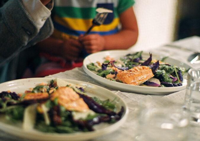 https://www.alaskaseafood.org/wp-content/uploads/200110_FAMILY-EATING-PINK-SALMON-2_CF-Web-JPG.jpg