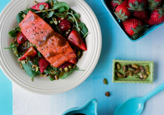 https://www.alaskaseafood.org/wp-content/uploads/201504-Balsamic-Salmon-Salad-AA-6-Web-JPG.jpg