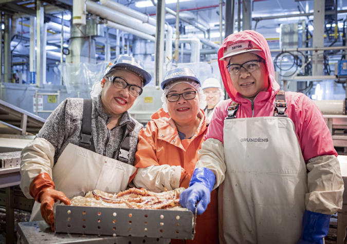 https://www.alaskaseafood.org/wp-content/uploads/202008-king-crab-processing.jpg