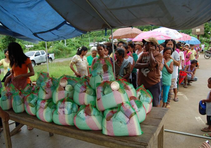 https://www.alaskaseafood.org/wp-content/uploads/DISASTER_Philippines_distribution_GFN.jpg